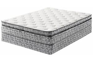 Queen luxury Hotel Mattress and Boxspring {{{New}}}