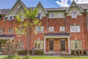 WOW! FURNISHED TOWNHOME 2 PARKING BY LAKE/TORONTO