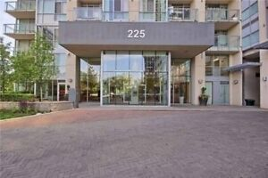 Immaculate 1Bed/2Bath Condo In The Heart Of Downtown