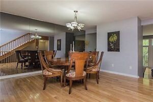Solid Wood Round Dinning Table With 8 Chairs Excellent