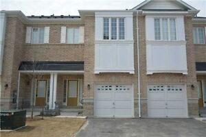 Beautiful End Unit Town House In The Great Oak Ridges Area