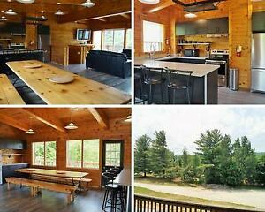 Amazing 6 Bed Blue Mountain Chalet with Hot Tub - Sleeps 14