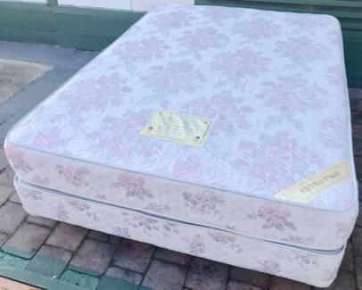 Excellent condition Firm Queen Bed Set. Delivery can do