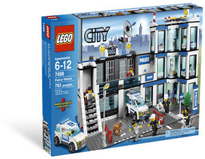 LEGO CITY 7498 POLICE STATION BRANDNEW SEALED IN BOX RETIRED SET