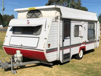 #1955 Monarch 17' P/top Island bed F/kitchen R/out awning & Walls