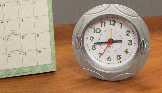 """4"""" Round Quartz Analog Alarm Clock...New in Box"""