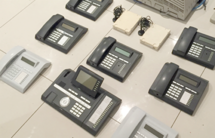 Siemens  office phone system including 8 handsets