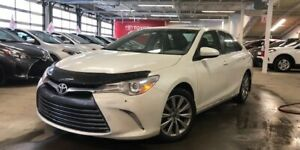 2015 Toyota Camry XLE / Toit / Cuir / Gps / Mags ++