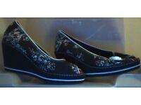 Canvas Ladies Wedge Heel Shoes