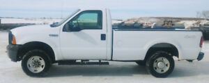 Low kms 2006 Ford F-250 XL 4x4 Regular Cab