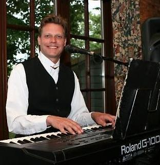 Zanger pianist toetsenist muzikant entertainer feest party