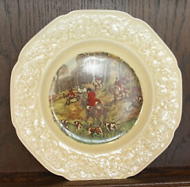 Crown Ducal, Florentine, Yellow glazed plate with a hunting scene in the centre. Embossed boarder