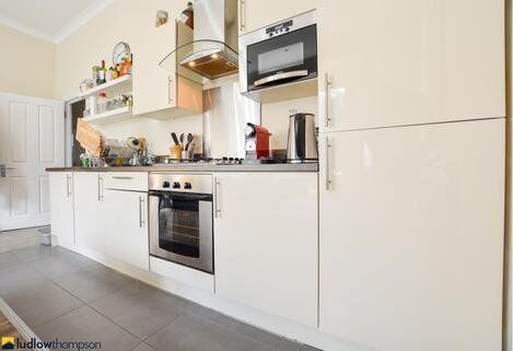 LOVELY, NEWLEY DECORATED TWO BED** FINSBURY PARK