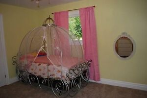 Child's carriage bed