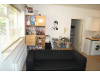 UNBELIVEABLY SPACIOUS 1 BED FLAT IN FULHAM!