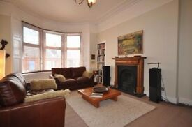 Double Room Available in Large West End Flat!