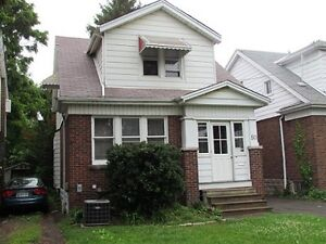 MCMASTER SUMMER SUBLET, 3 MINUTE WALK TO CAMPUS!