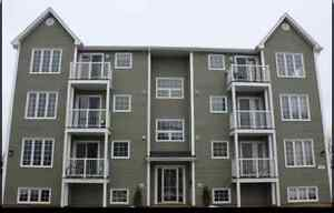 DON'T MISS OUT! 3 bdrm apt with Balcony--5 minute Walk to U de M