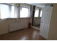Lovely 2 Bed Flat to Rent in Rockfield House, Belle Vue Estate in Hendon NW4