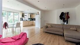 Bright + Large Cosy Double room