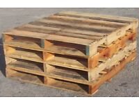4x free wooden pallets crates
