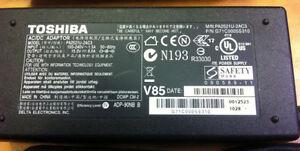 Genuine Toshiba PA2521U-2AC3 15V 6A 90W Laptop Adapter $20 West Island Greater Montréal image 1