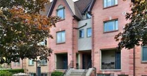 RENT: 3BEDROOM 3BATHROOM TOWNHOUSE IN RICHMOND HILL