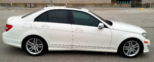 2014 Mercedes Benz C300 4Matic- Sports Package- LOW KMS -1 OWNER