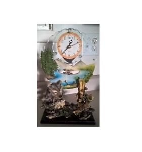 Wolf Sculpture Night Light and Wolf Scuplture Pendulum Clock