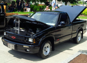 RARE!!  MINT 1994 CHEVY S-10 SS SHOW TRUCK OR DAILY DRIVER!!