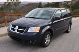 2009 DODGE GRAND CARAVAN. WITH STOW @GO. must sell this week.