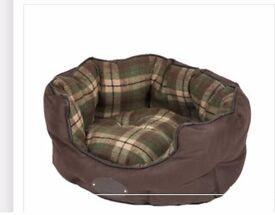 Wainwright's Check Scallop Dog Bed Small