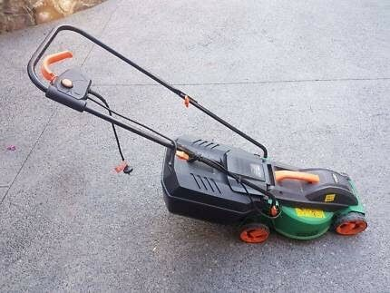 Ozito 1000 electric lawn mower
