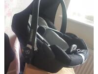 Maxi cosy car seat & isofix base