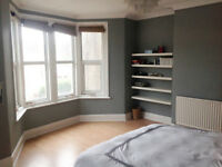 *NO AGENCY FEES TO TENANTS* Large, well presented bedroom in friendly, professional house share.