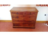 Antique chest of drawers in good condition