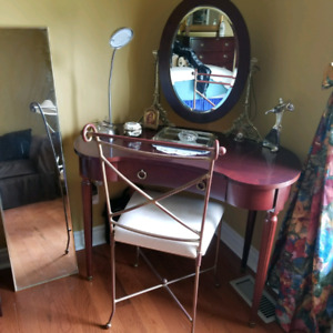 VANITY TABLE WITH CHAIR