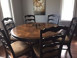 Round solid oak table with 6 chairs