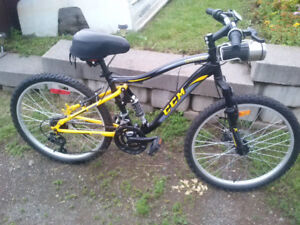 New CCM Static Woman's 21 Speed Mountain Bike