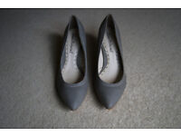 Ladies grey leather court shoes - never worn - size 6