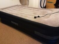 Intex elevated Airbed single incl. electric pump