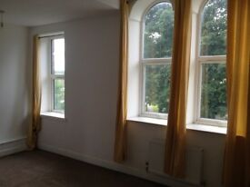 Large 2 Bed Flat Wakefield Agbrigg 1st Floor Parking