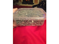 6 x 1.5kg tubs of 30mm clout nails. Unused.