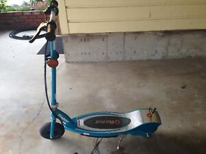 Razor electric scooter with charger hardly used