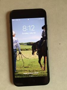 iPhone 7 Black 128GB Mint Condition with Lifeproof Case. 900$