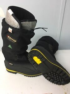 New Baffin Texhnology Snow shoes size 9