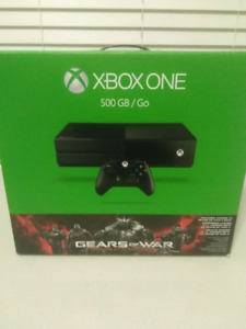 10/10 Condition  Gears of War Ultimate EditionXbox One Bundle