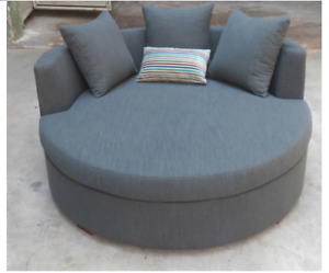 Round Nest Sofa Chair with 4 Pillows