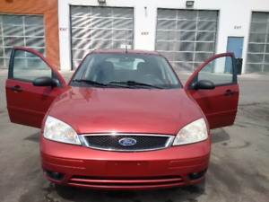 2005 Ford Focus ZX5-SES Hatchback