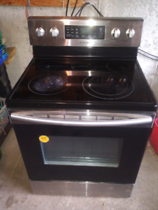 AC Electric Range with Fan convection, 5.9. cu. Ft.